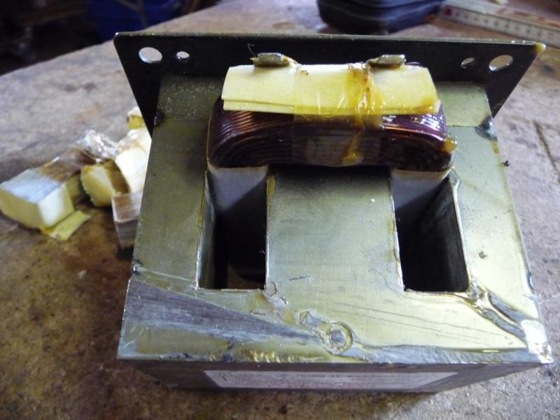 une petite soudeuse par point avec transfo de micro ondes P1040123