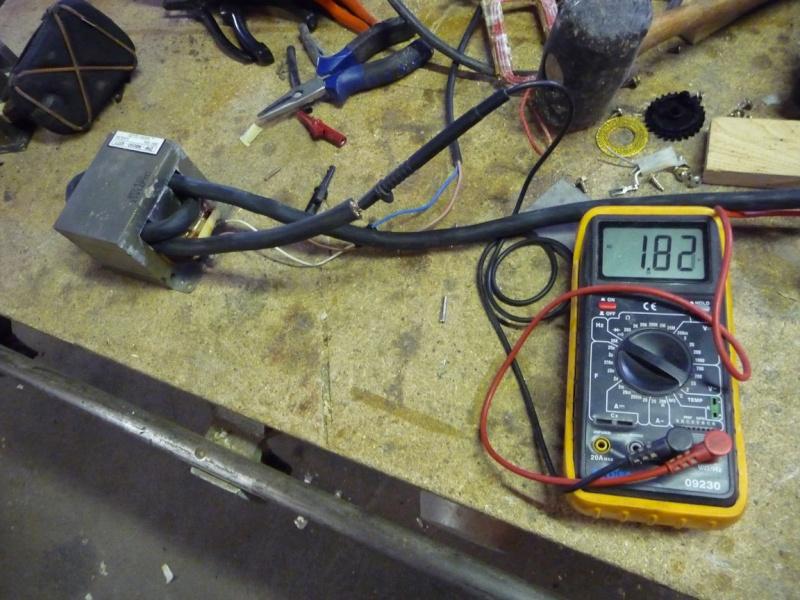 une petite soudeuse par point avec transfo de micro ondes P1040124