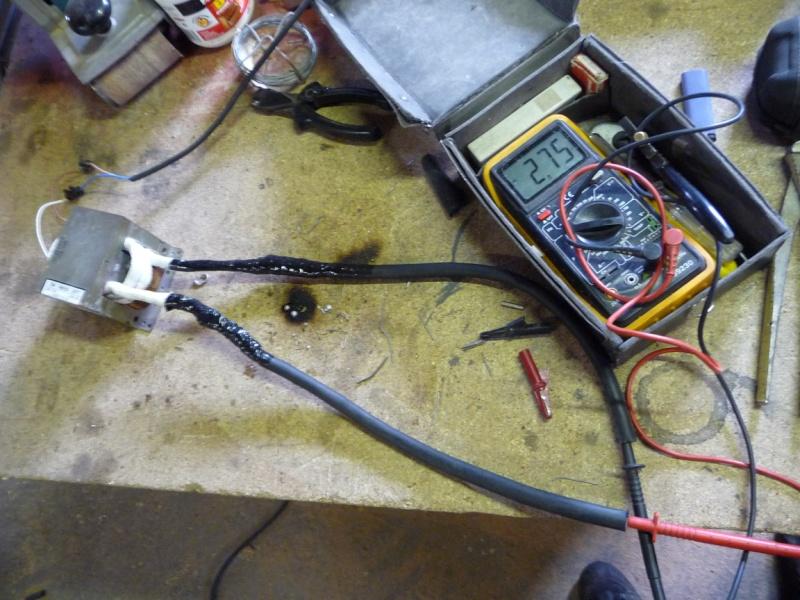 une petite soudeuse par point avec transfo de micro ondes P1040136