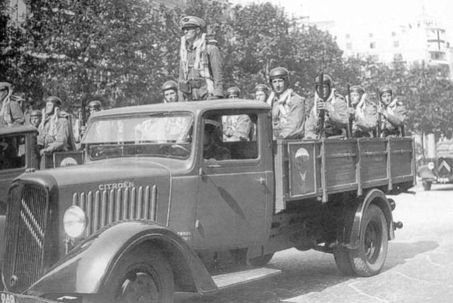 Génèse des Paras Français . Fritz110