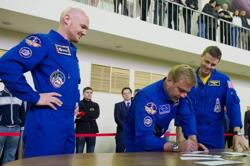 Vol spatial d'Alexander Gerst / Expedition 40 et 41 - BLUE DOT / Soyouz TMA-13M 10250110