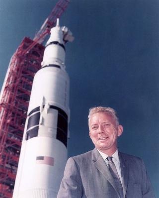 Disparition de Paul C. Donnelly (1923 - 2014) / Apollo Launch Operations Manager 483px-10