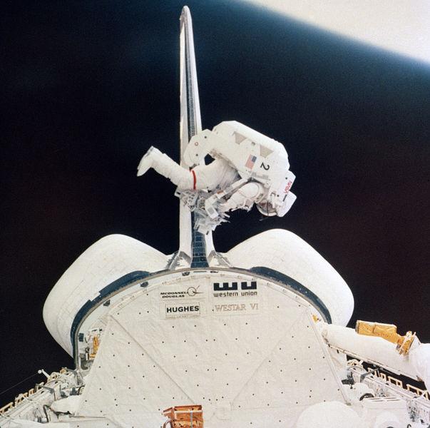3 février 1984 - Mission STS-41B - 30ème anniversaire 603px-10