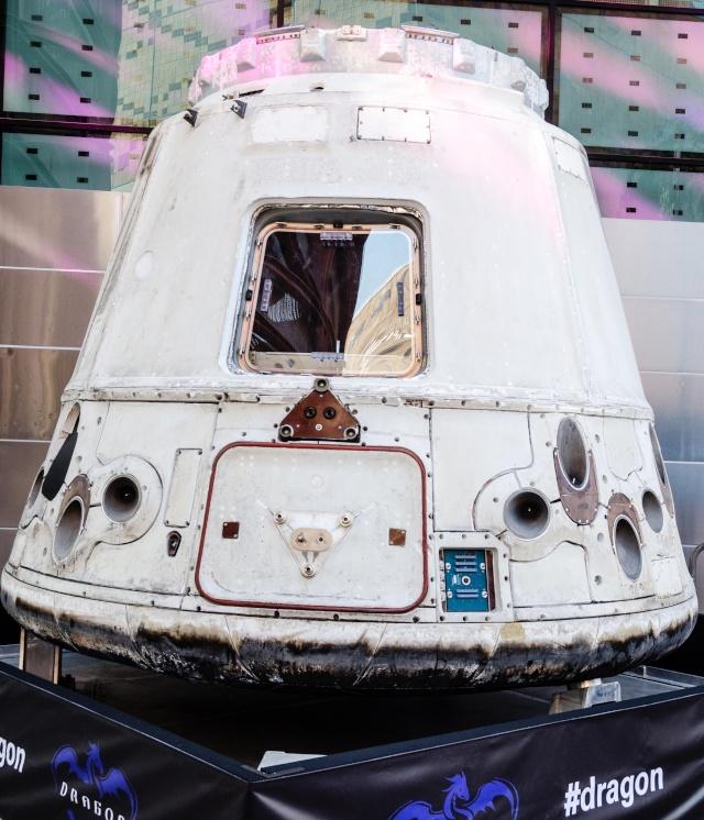 Visite d'une capsule Dragon de SpaceX - Reportage spécial Dragon15