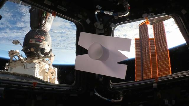 Mission Proxima - Télescope intérieur d'Eduardo Kac et interprété par Thomas Pesquet Kac_410