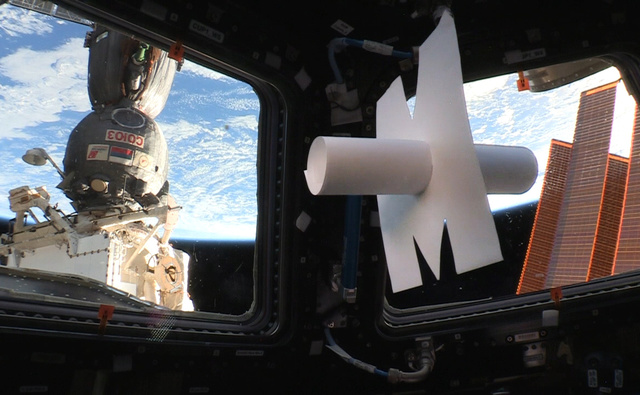 Mission Proxima - Télescope intérieur d'Eduardo Kac et interprété par Thomas Pesquet Kac_510