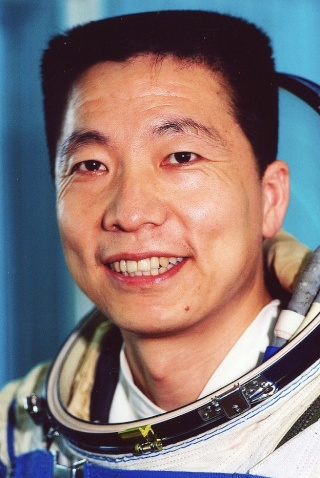 15 octobre 2003 - Yang Liwei devient le premier chinois dans l'espace avec Shenzhou 5 / 10ème anniversaire Liwei_10