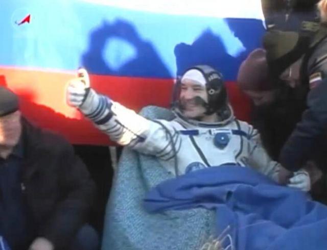 Vol de Luca Parmitano / Expedition 36-37 - VOLARE / Soyouz TMA-9M - Page 2 Luca_210