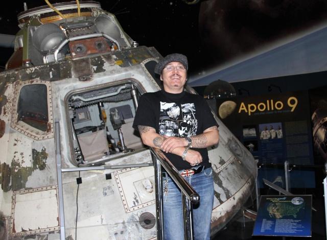 Apollo 9 et le chanteur Adam Ant Sdasm_10