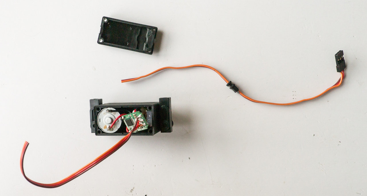 [HOW-TO] Shorten your servo wires Servo110