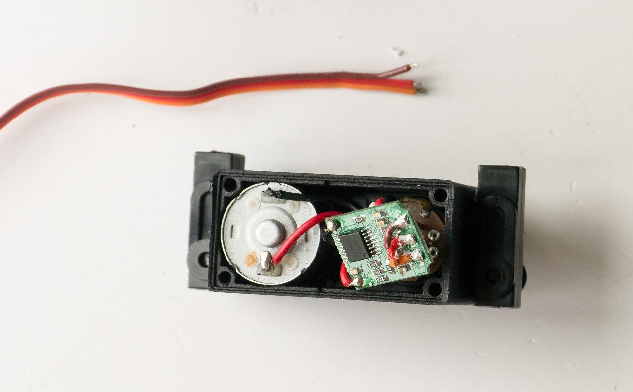 [HOW-TO] Shorten your servo wires Servo210