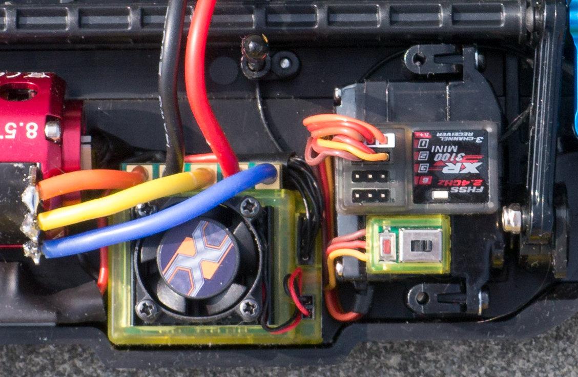 [HOW-TO] Shorten your servo wires Servo610