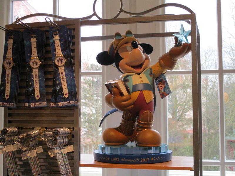 Les produits dérivés du 25ème anniversaire de Disneyland Paris - Page 4 Img_0214