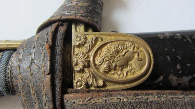Sabre de cavalerie, pommeau à tête de lion et oreillon à tête de femme  Img_6563