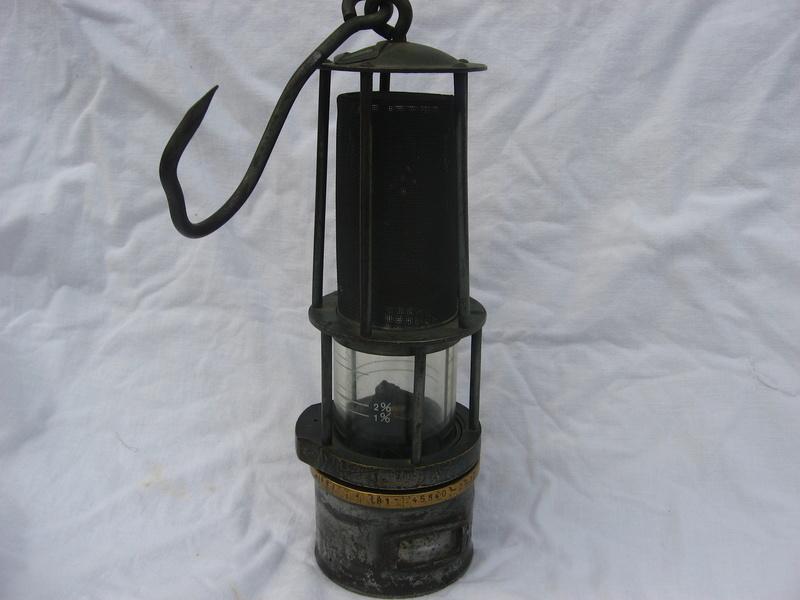 lampes de mineurs,  divers objets de mine, outils de mineur et documents  - Page 5 Img_0015