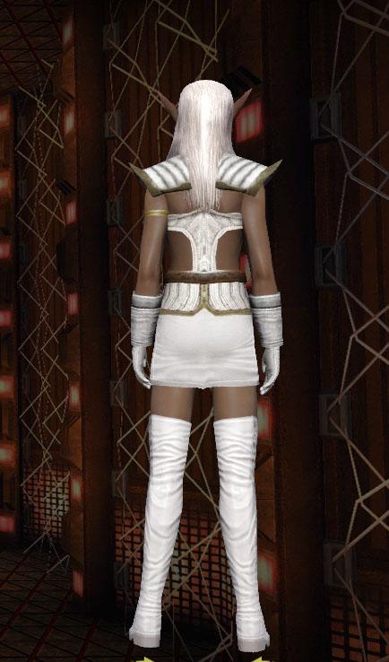 Pirotess sur Alien femelle KDF Piro0011