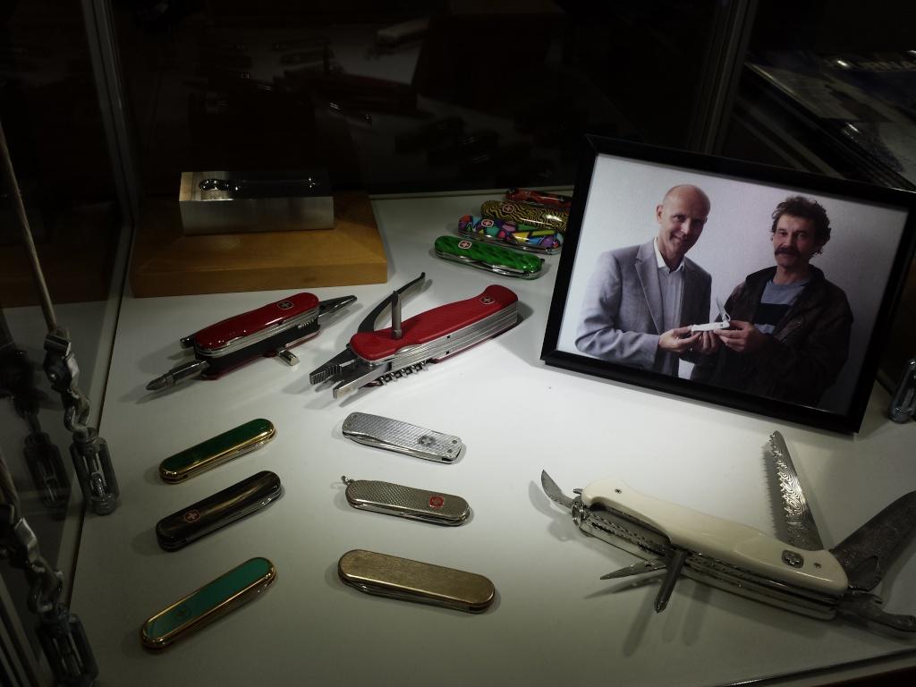 Couteau suisse en damas intégral 20130712