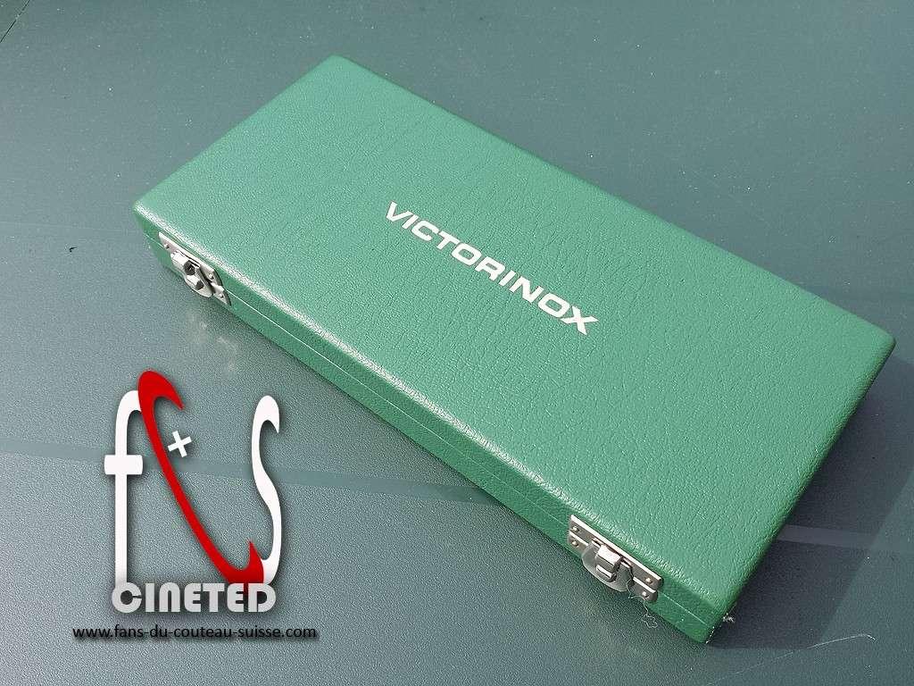 Coffret petits couteaux publicitaire de representant Victorinox 1977 Coffre10