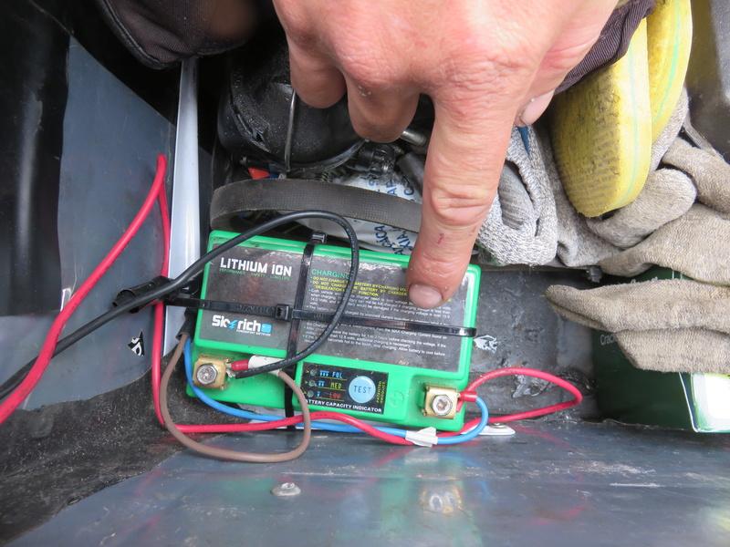 Montage d'une batterie 12V + régulateur/redresseur sur 881 Img_6813