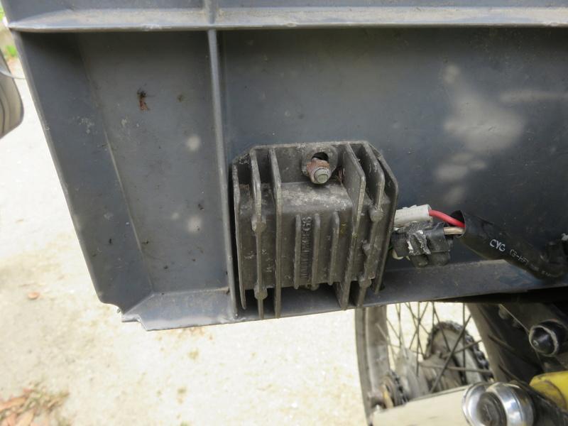 Montage d'une batterie 12V + régulateur/redresseur sur 881 Img_6814