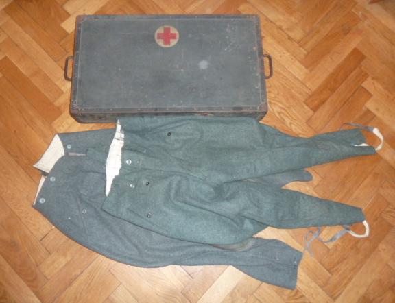 De l'uniforme Wehrmacht, du sanitaire pour le prochain update de www.alsacedirectmilitaria.com P1470614