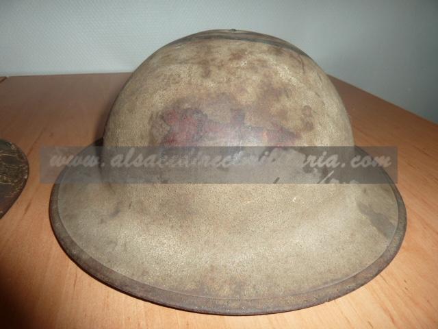 Beaucoup de choses, mais surtout des casques allemand. P1500224