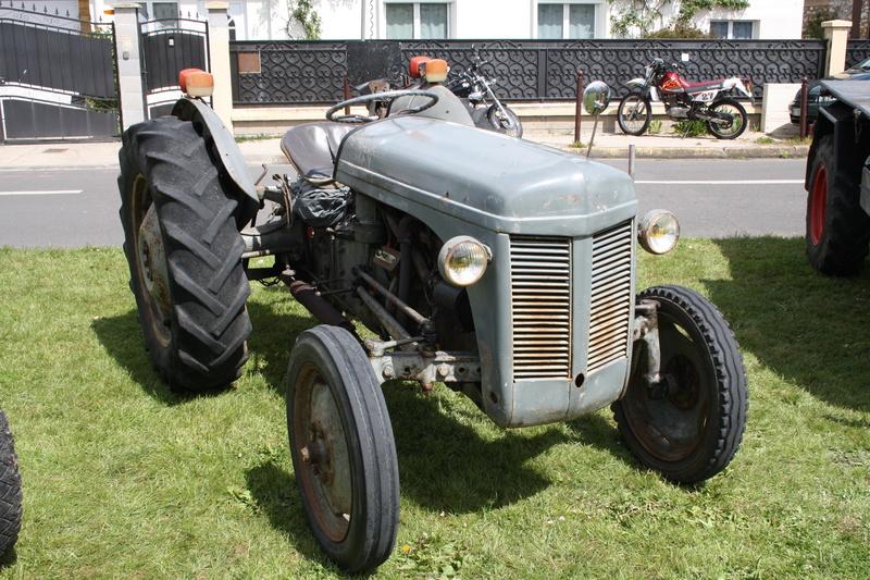 2ème Rassemblement American Legend , voitures et motos anciennes à LORMAYE 28.  - Page 2 Img_2395