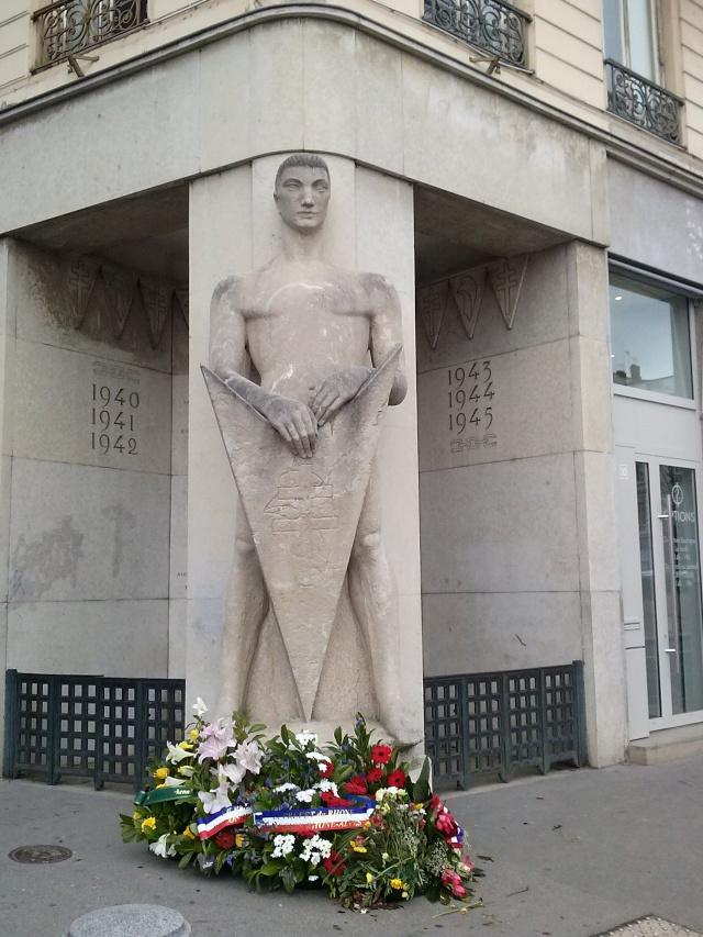 [Histoires et Histoire] Monuments aux morts originaux Français Tome 1 - Page 12 Cam00312