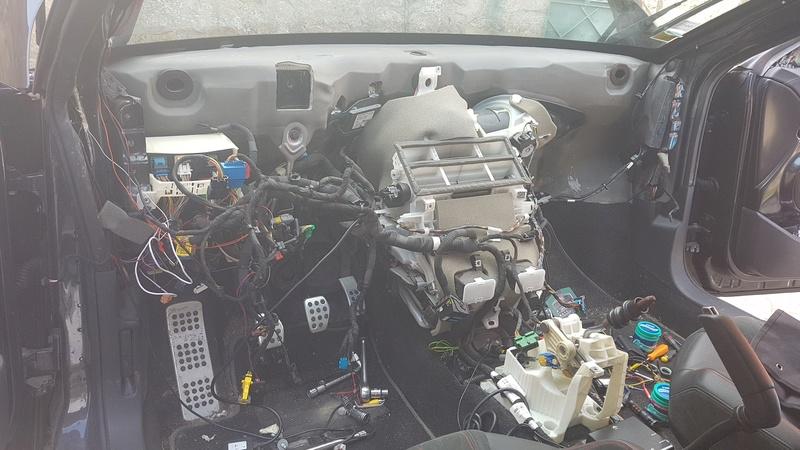 Rencontre entre Peugeot et Bimota 20170432