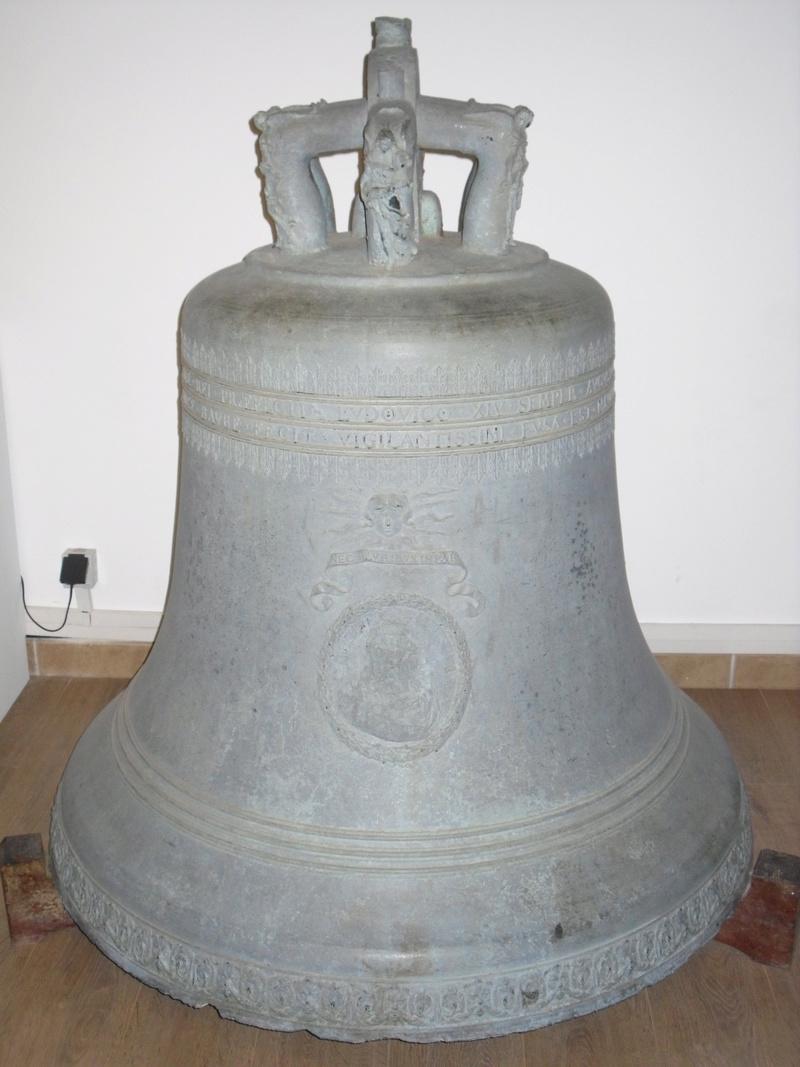 [Autres sujets marine] Les cloches de nos bâtiments (Armés et désarmés) - Page 2 Sdc11049