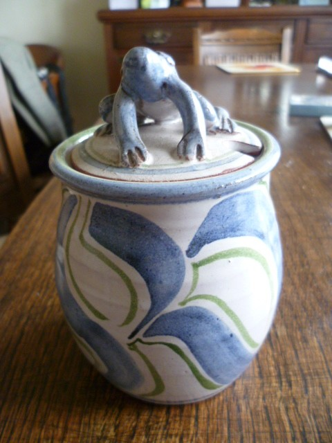 Toe of Frog storage pot Frog110
