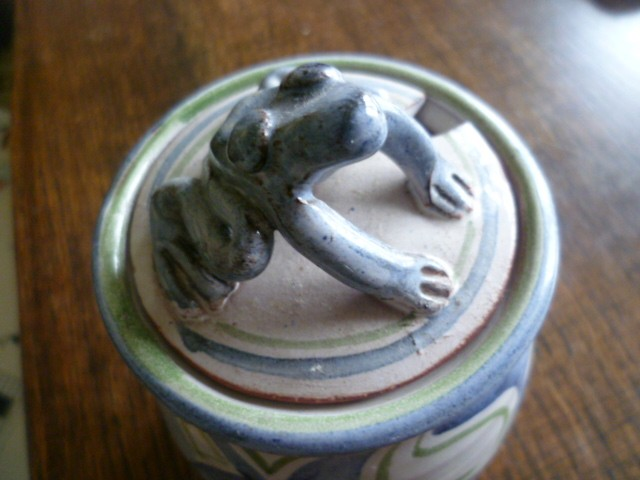 Toe of Frog storage pot Frog210