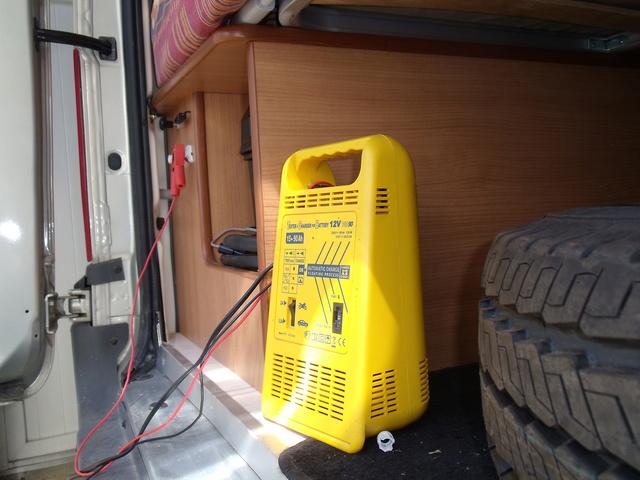passe cable pour recharger batterie porteur sur renault master van. Black Bedroom Furniture Sets. Home Design Ideas
