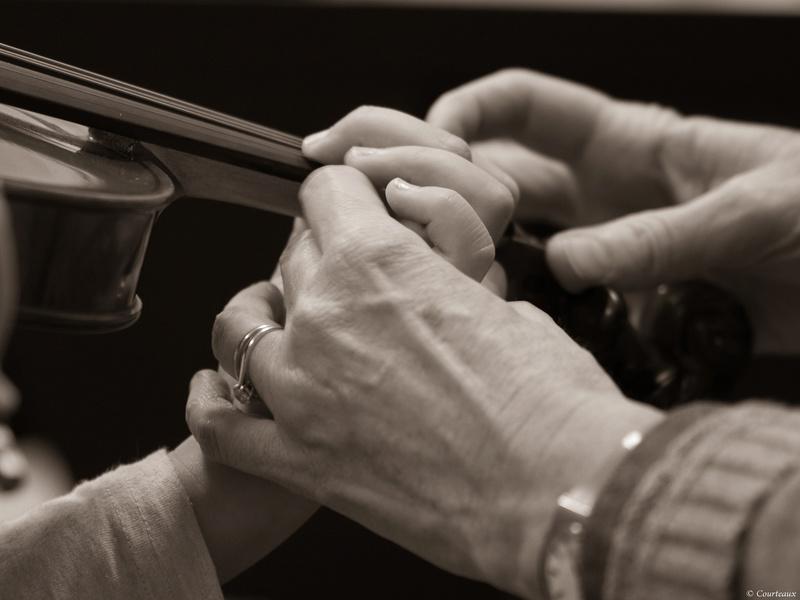 Première leçon de violon, 4 mains en action 30704610