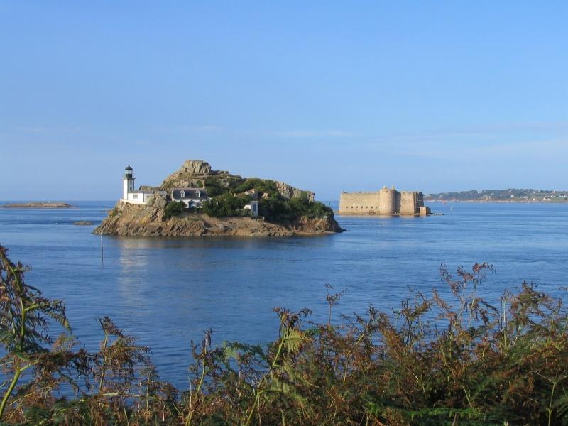 La baie de Morlaix  et le Chateau du Taureau Chatea10