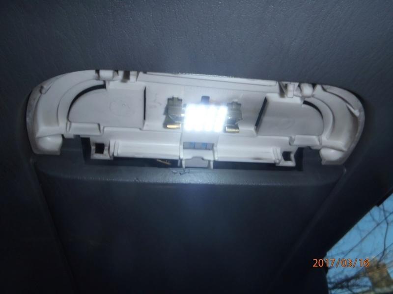 Recherche cache ampoule hayon de.coffre S4 P3160015