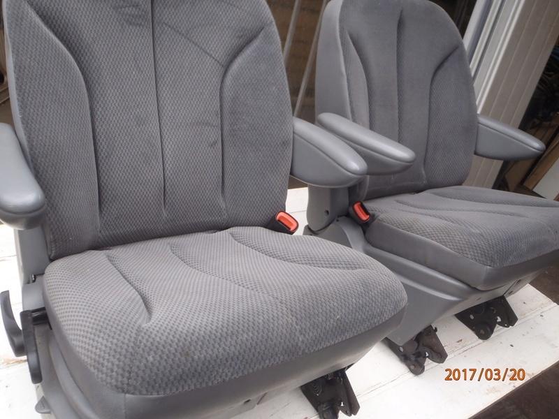 PapyKy, Vend deux sièges centrale et vide poche S4 de 2004 en tissu gris. P3200014