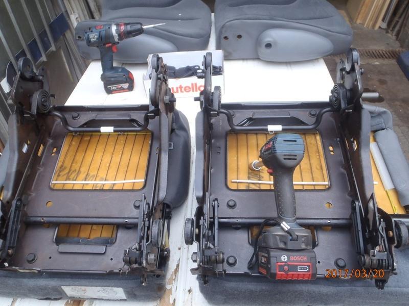 PapyKy, Vend deux sièges centrale et vide poche S4 de 2004 en tissu gris. P3200018