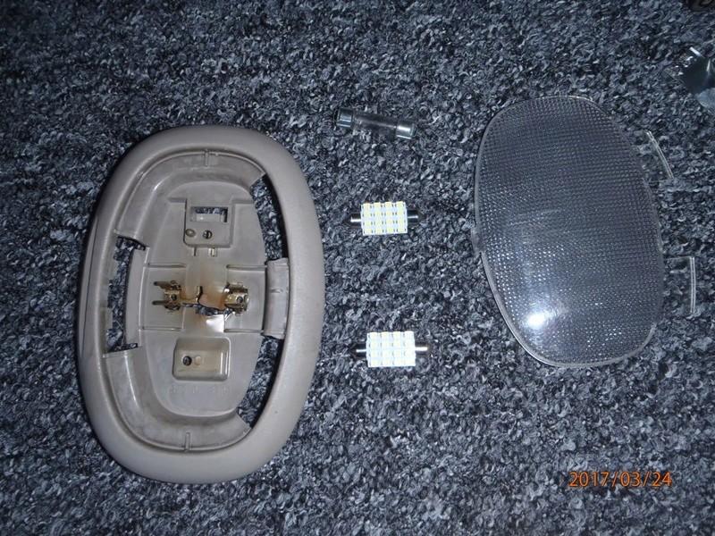 Recherche cache ampoule hayon de.coffre S4 P3240013