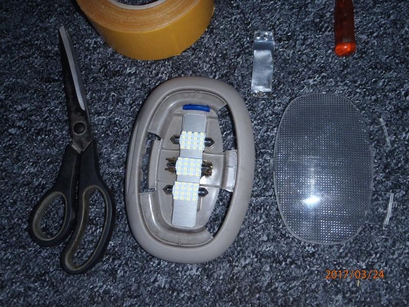 Recherche cache ampoule hayon de.coffre S4 P3240014