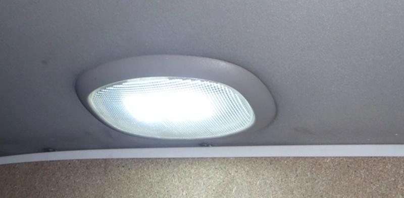 Recherche cache ampoule hayon de.coffre S4 P3240015