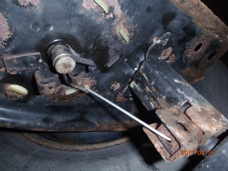 Roue de secours et fil de fer P4150114
