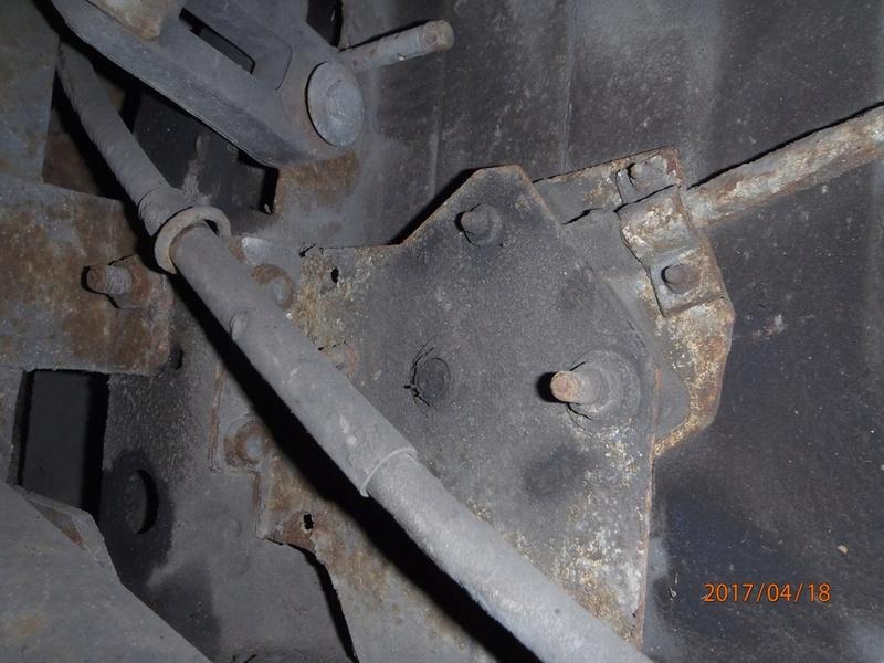 Fixation roue de secours sur S2 de 1995. P4180036