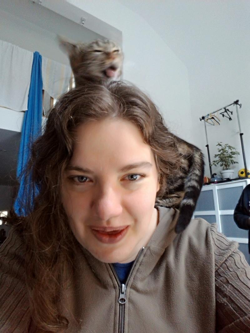 Aïna et les cheveux... P_201745