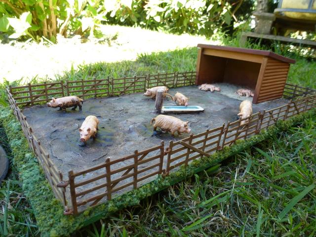 Un parc à cochons à l'échelle 1/22 pourquoi pas !! P1100721