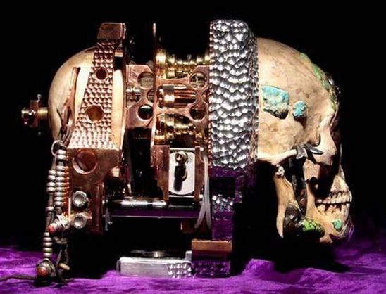 Le surréalisme, objets, poupées. Crane10