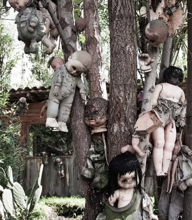 Le surréalisme, objets, poupées. Poupae10