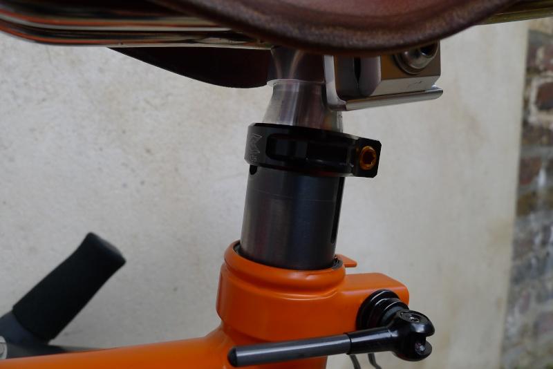 Recherche tige de selle Diamètre 26.6mm carbone P1040611