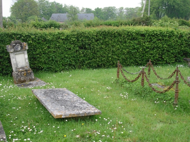 Émalleville 1704 - Inhumation RPR dans un jardin Dsc07912