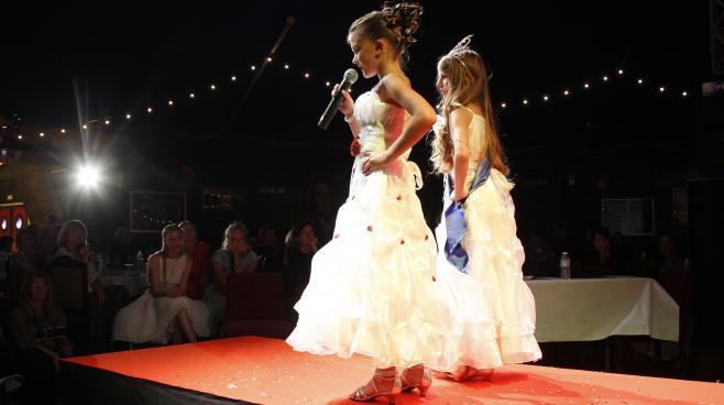 """L'interdiction des concours de """"mini-miss"""" 25627610"""